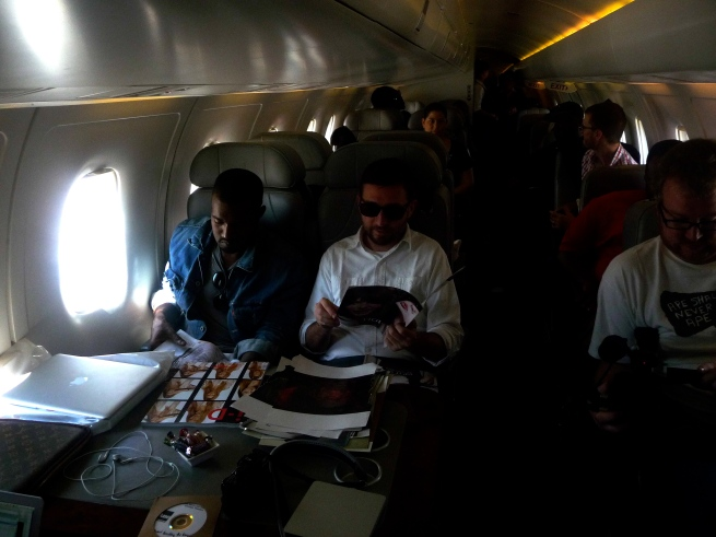 now we're headed to London, Ohhh yeah!!!!  Ye and Willow chillin on the plane.